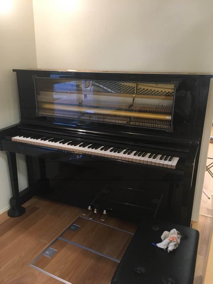 中身が見えるピアノ