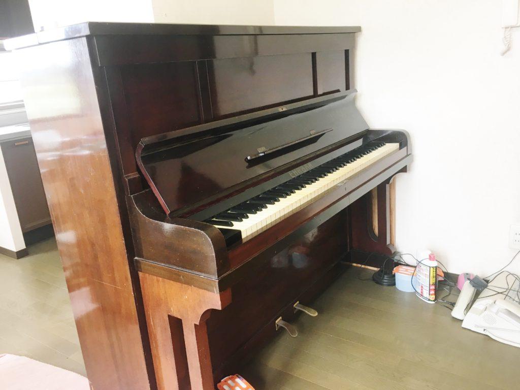 <p>響板にも割れがなく大変良い状態の楽器で、オーナー様が尊敬する高校時代の音楽の先生から譲られたピアノだと話されました。</p>