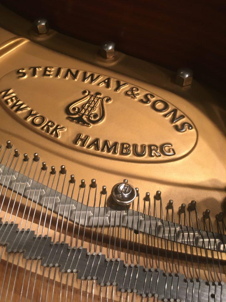 <p>現代スタインウェイは超!華やかな楽器ですね!</p> <p>音楽家のみなさんの要求がこの音を生んだのでしょうね。</p>
